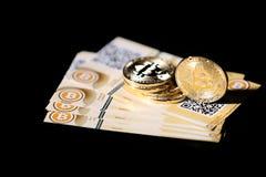 Guld- Bitcoin faktiska pengar Royaltyfri Foto