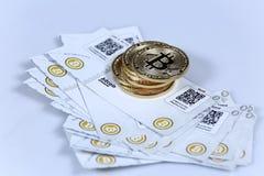 Guld- Bitcoin och sedlar Royaltyfri Foto
