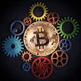 Guld- bitcoin som glöder bland den färgrika kuggen, rullar closeupen, fyrkantformat Royaltyfria Bilder