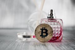 Guld- bitcoinmynt Royaltyfria Foton