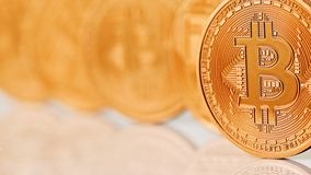 Guld- Bitcoins närbild Arkivfoton