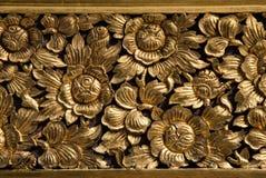 Guld- blomma på en vägg av relikskrinen Royaltyfri Fotografi