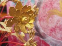 Guld- blommade Lotus Arkivfoto