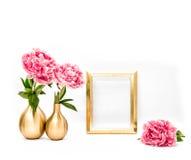 Guld- blommor för pion för bildram rosa Minsta garnering Arkivbild