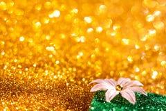 Guld- bokeh, abstrakt bakgrund Royaltyfri Foto