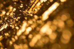 Guld- bokehbakgrund med ultra mjuka runda beståndsdelar och soligt ljust uttryck Fotografering för Bildbyråer