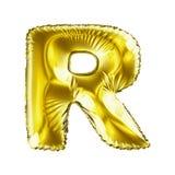 Guld- bokstav R som göras av den isolerade uppblåsbara ballongen på vit bakgrund Arkivfoto