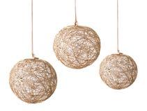 Guld- boll för jul på white Royaltyfri Bild