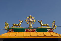 Guld- brahmasymbol på reven som är bästa av buddhistempelet runt om Boudha Arkivbilder