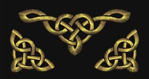 Guld- broderi på en svart bakgrund Celtic mönstrar vektor illustrationer