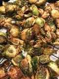 Guld- bruna djupa Fried Brussel Sprouts royaltyfri bild