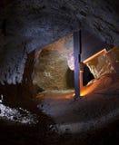 guld bryter tunnelen fotografering för bildbyråer