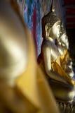 Guld- Buddha Bangkok Thailand för buddistisk tempel Arkivbilder