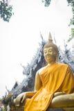 Guld- buddha bild framme av templet Chiang Mai, Thailand Arkivbild