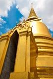 Guld- buddha för smaragd tempel Arkivfoto