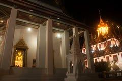 Guld- Buddha i den Wat Rat Natda Ram Worawihan kloster Fotografering för Bildbyråer