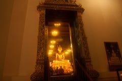 Guld- Buddha i den Wat Rat Natda Ram Worawihan kloster Royaltyfria Bilder