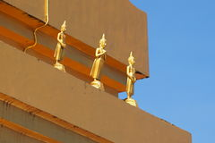 Guld- Buddha i det Sangkhlaburi området, Kanchanaburi landskap, Thailand Fotografering för Bildbyråer