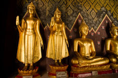 Guld- Buddha i en tempel Thailand Royaltyfria Foton
