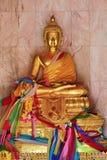 Guld- Buddha i templet i Thailand Songkhla Royaltyfria Foton