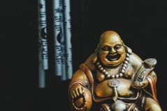 Guld- Buddha på paddan Arkivfoto