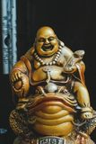 Guld- Buddha på paddan Royaltyfri Bild