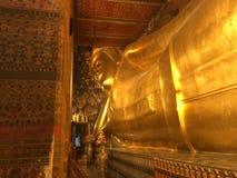 Guld- Buddha på Wat Pho Temple i Bangkok Arkivfoton