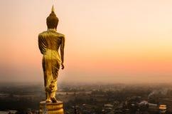 Guld- buddha på Wat Phra That Kao Noi, gränsmärke av Nan, THAILAN Arkivbilder