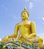 Guld- buddha staty Royaltyfria Foton