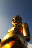 Guld- buddha staty Arkivbilder