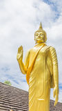 Guld- buddha staty i den thai templet, Thailand Arkivfoto