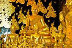 Guld- buddha staty i den Wat Ban Den templet Royaltyfria Foton