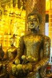 Guld- buddha staty i den Wat Phra That Si Chom läderremmen Worawihan Royaltyfri Fotografi