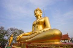 Guld- buddha staty på Pattaya Thailand Royaltyfria Foton