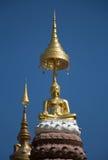 Guld- buddha staty på Phetchaboon Fotografering för Bildbyråer