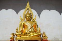 Guld- buddha staty, Thailand Arkivfoto
