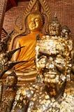 Guld- Buddha statyer Arkivbild