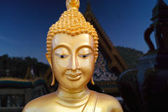 Guld- Buddha, tempel i Thailand Arkivfoto