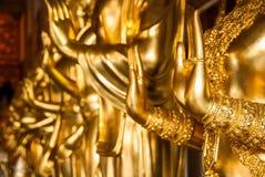 Guld- Buddhas räcker Royaltyfri Fotografi