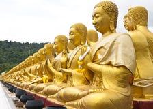 Guld- Buddhastaty Arkivfoton