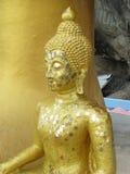 Guld- Buddhastaty Royaltyfria Bilder