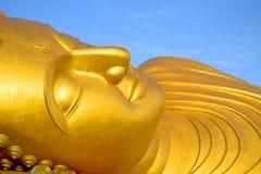 Guld- Buddhastaty 2 Arkivfoto