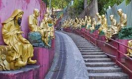 Guld- Buddhastatyer på tio tusen Buddhakloster, Hong Kong arkivbild