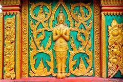 Guld- buddistisk tempel som snider, Thailand Royaltyfri Foto