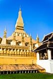 Guld- buddistiskt tempel i Vientiane, Laos Royaltyfri Foto