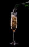 Guld- champagne i exponeringsglas Royaltyfri Fotografi