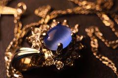 Guld- cirkel för smycken Arkivbilder