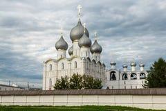 guld- cirkel Himmel över Rostoven kremlin arkivfoton