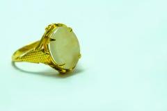 Guld- cirkel med vit jade Arkivbilder