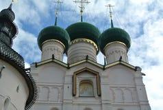 guld- cirkel russia Rostov Veliky Sikt av antagandedomkyrkan av Rostoven kremlin Fotografering för Bildbyråer